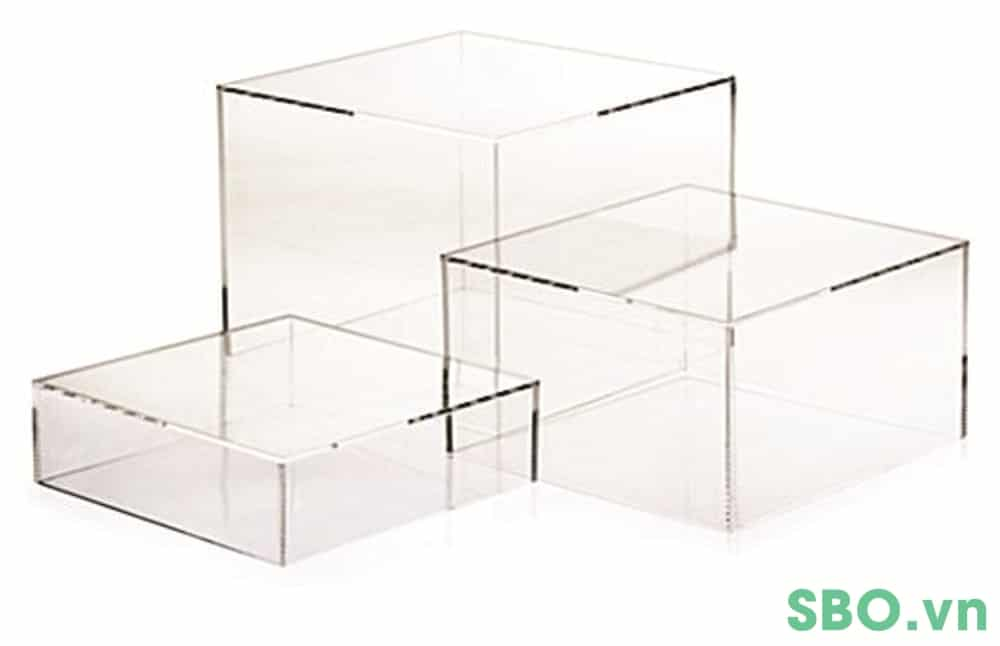 hộp nhựa mica màu trắng