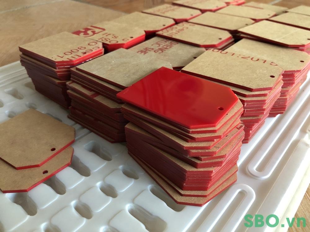sản xuất khay thẻ nhựa mica