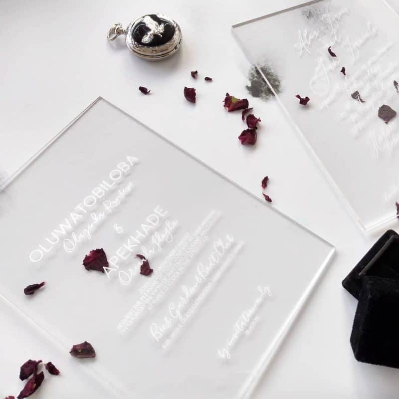 thiệp cưới bằng mica trong suốt khắc cnc