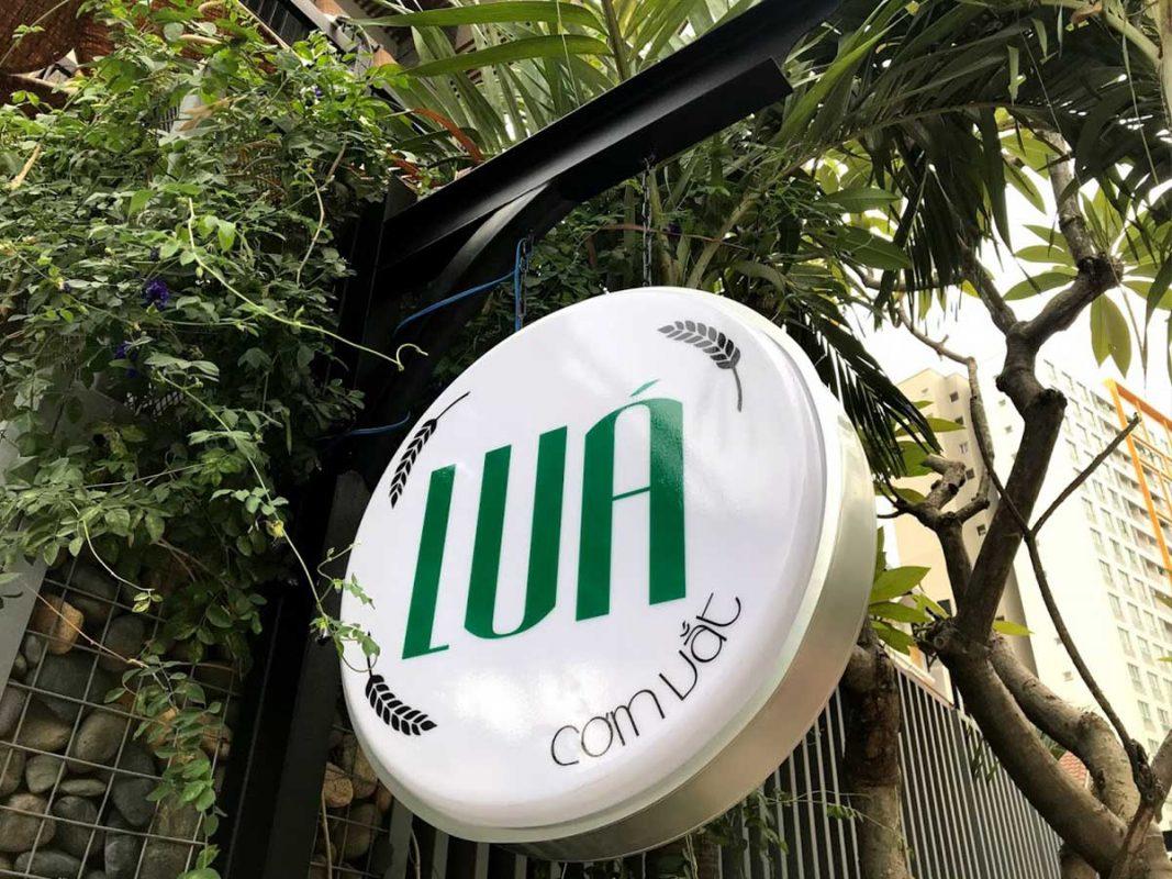 Bảng hiệu cho quán cơm sân vườn