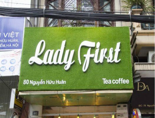 Bảng hiệu cỏ nhân tạo quán cà phê