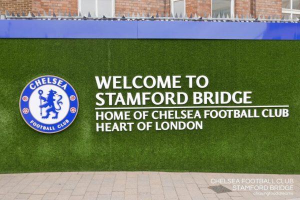 bảng hiệu cỏ nhân tạo san bóng đá