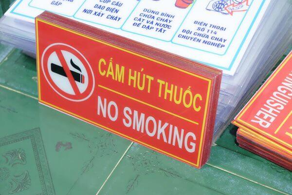 bảng mica cấm hút thuốc