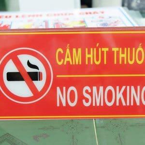 Biển báo cấm hút thuốc bằng nhựa Mica giá rẻ