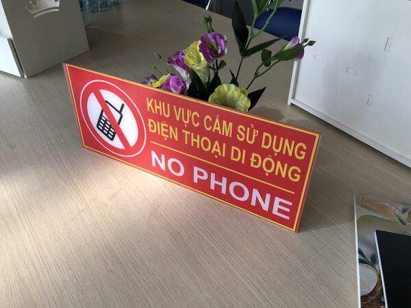 biển báo cấm sử dụng điện thoại bằng nhựa mica