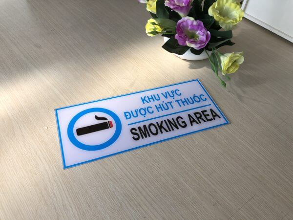 biển báo khu vực được hút thuốc bằng nhựa mica