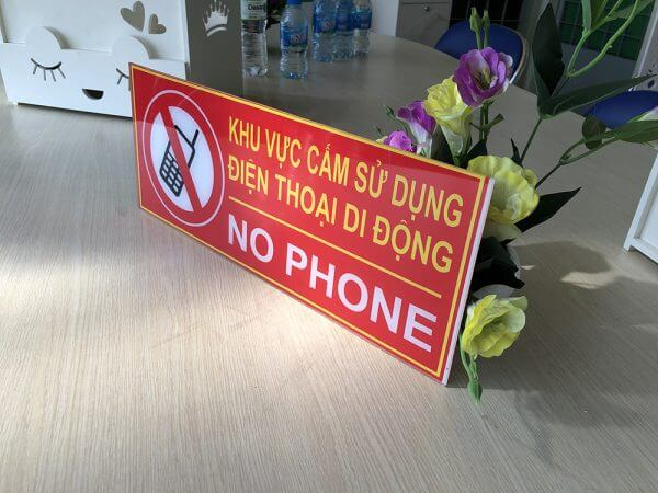 cấm sử dụng điện thoại mica