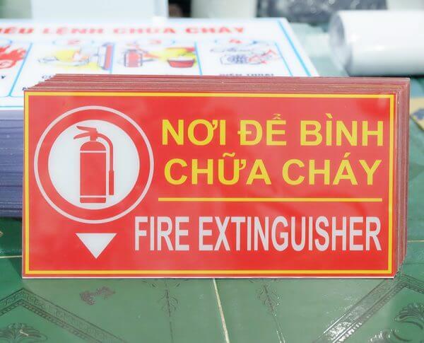 bảng nơi đặt bình chữa cháy mica