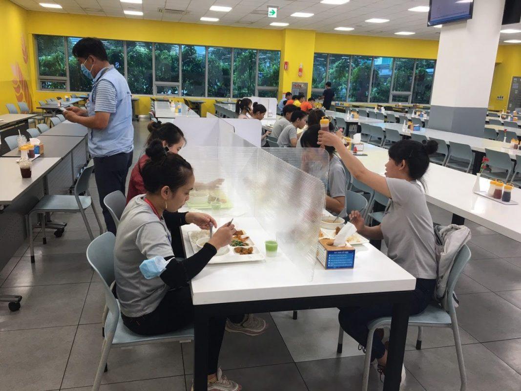 Nhận thiết kế thi công lắp đặt vách ngăn bàn ăn theo yêu cầu tại TPHCM