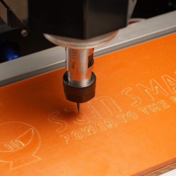 Cắt phay CNC trên tấm phíp nhựa làm bảng mạch điện tử