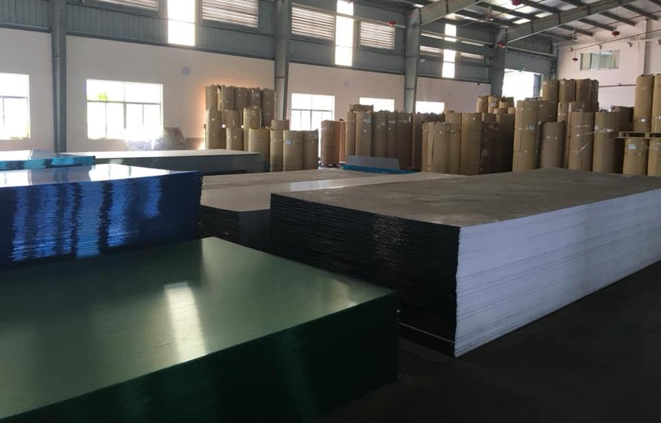 sản xuất tấm polycarbonate đặc ruột chính hãng
